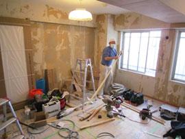 二つの洋室を一部屋にしている工事写真