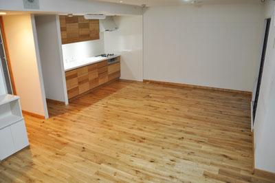 施工後 ダインニングの無垢フローリングと無垢面材のキッチン
